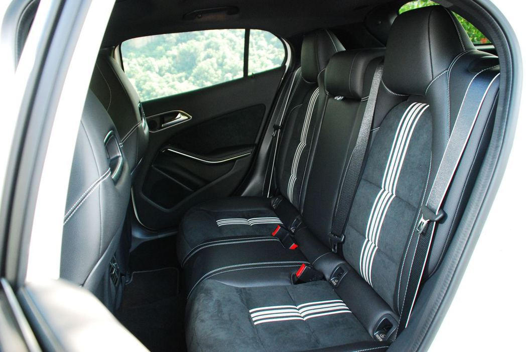 Mercedes-Benz GLA200後座。記者林昱丞/攝影