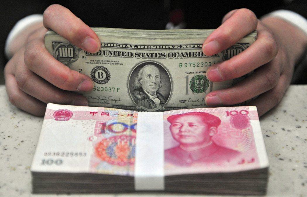 中國雖然是僅次於美國的全球第二大經濟體,但全球貨幣流通最大的仍然是美元,而且十年...