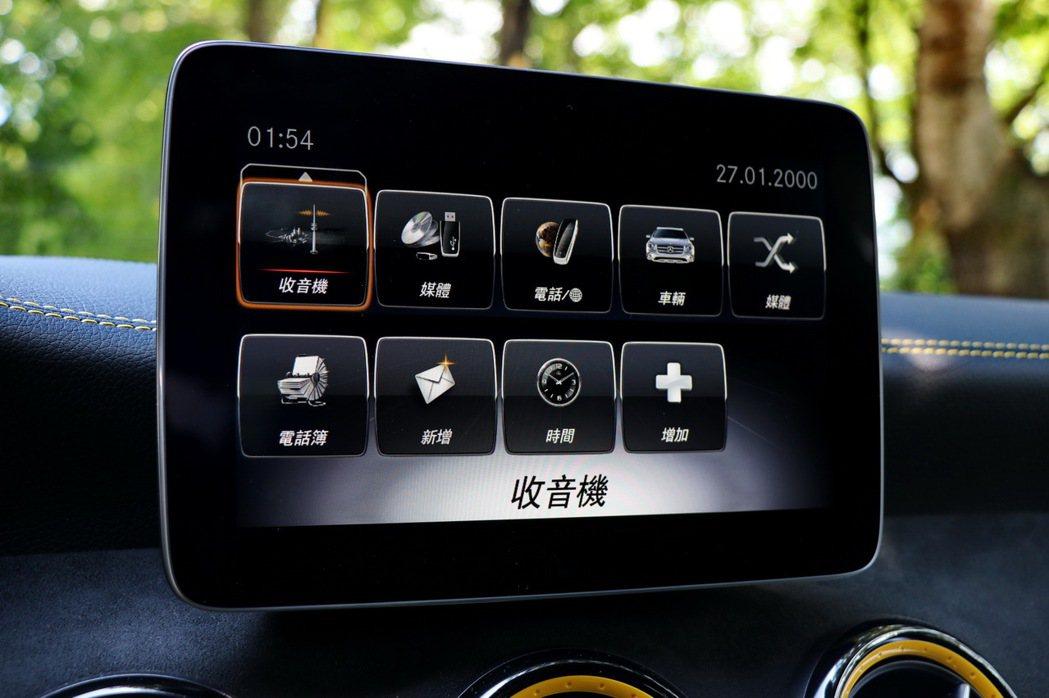GLA45配備的8吋螢幕主機,畫面解析度表現佳。 記者陳威任/攝影
