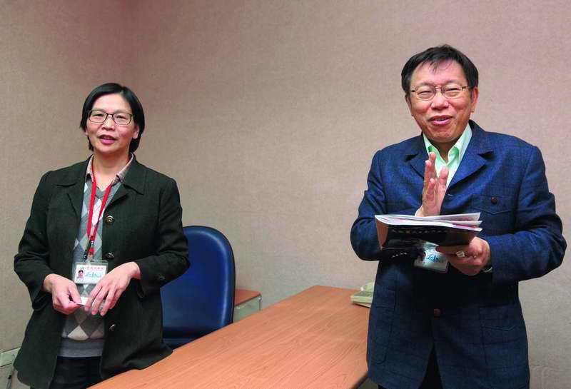 柯文哲(右)派蔡壁如(左)去找遠雄集團創辦人趙藤雄私下「喬蛋」。 本刊資料