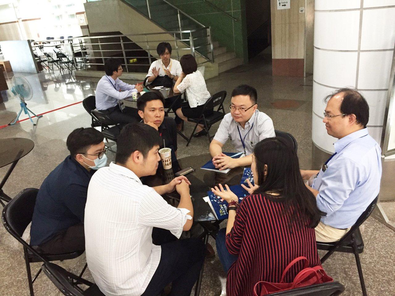 中央大學萌芽功能中心與創新育成中心共同媒合新創團隊創業募資。圖/國立中央大學提供