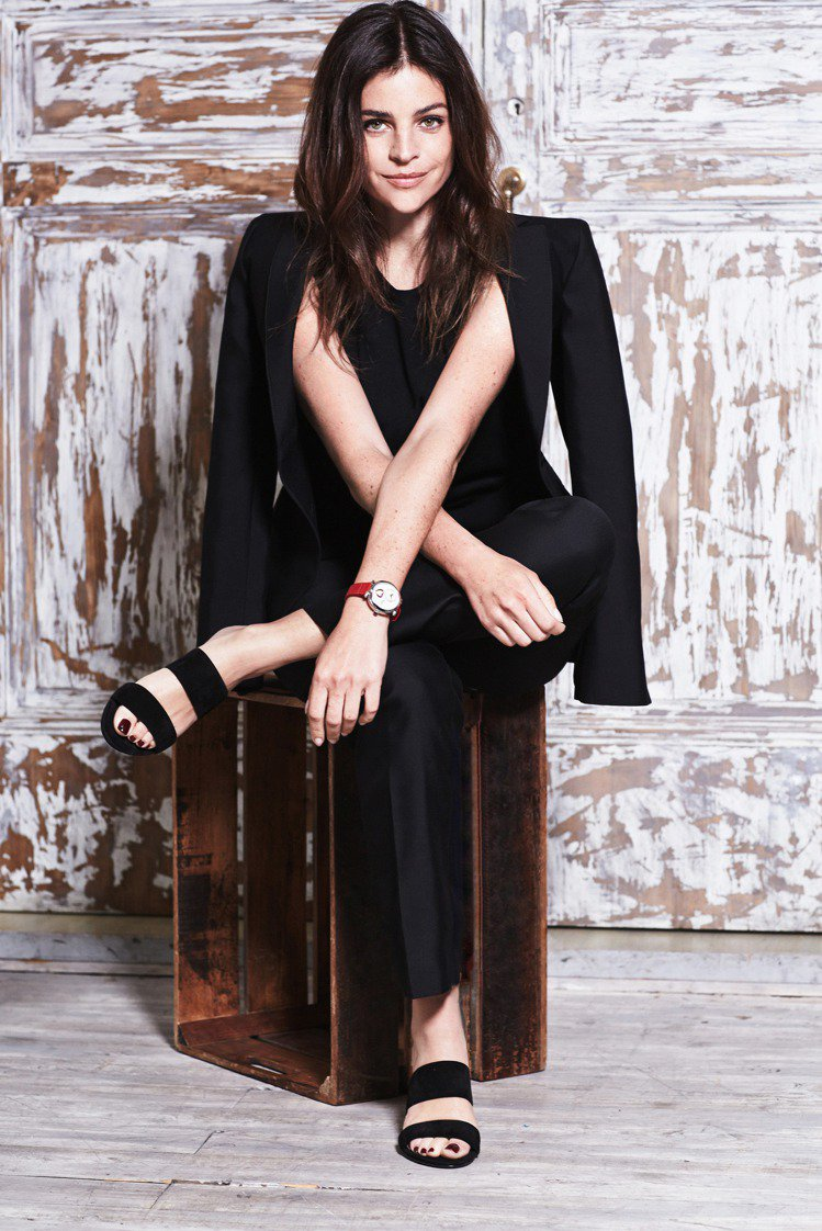 Julia Restoin Roitfeld是法版Vogue雜誌前任總編Cari...