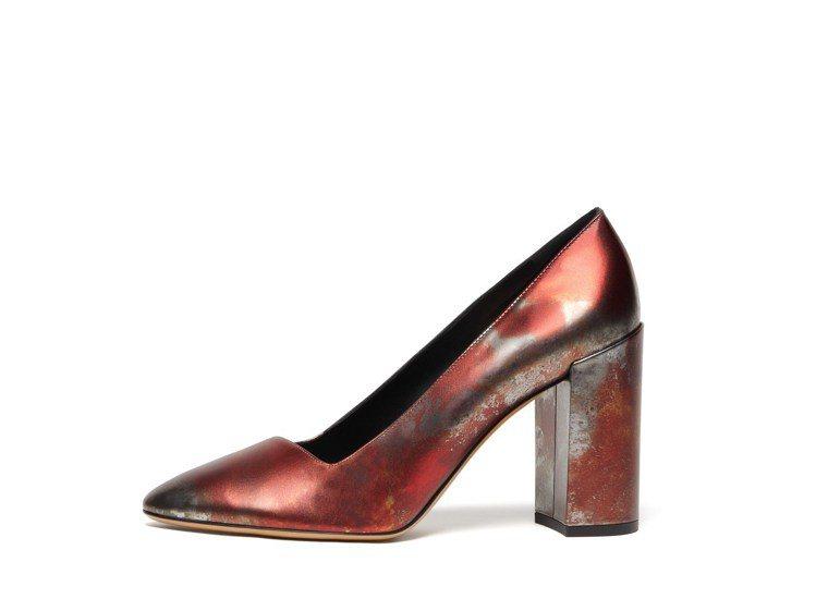 AREZZO銹色小牛皮粗跟鞋,22,500元。圖/Ferragamo提供