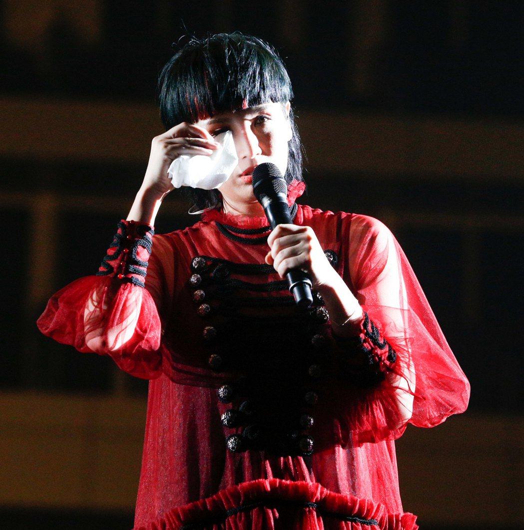 魏如萱今晚演唱時,思念逝去的父親,不禁落淚。記者程宜華/攝影