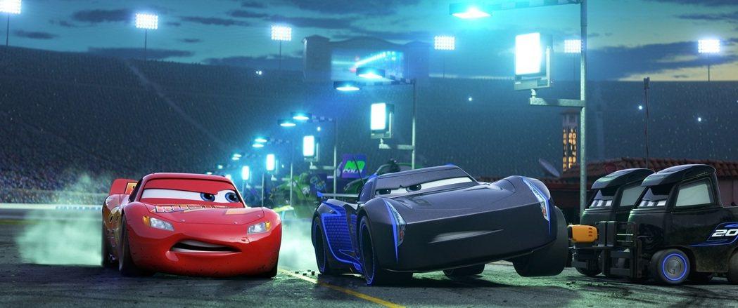 「Cars 3閃電再起」瞄準暑期的家庭觀眾。圖/迪士尼提供