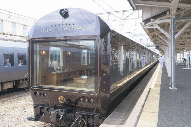 全世界豪華列車中十分罕見、由一個房間獨佔的車尾觀景窗。 圖/梁旅珠