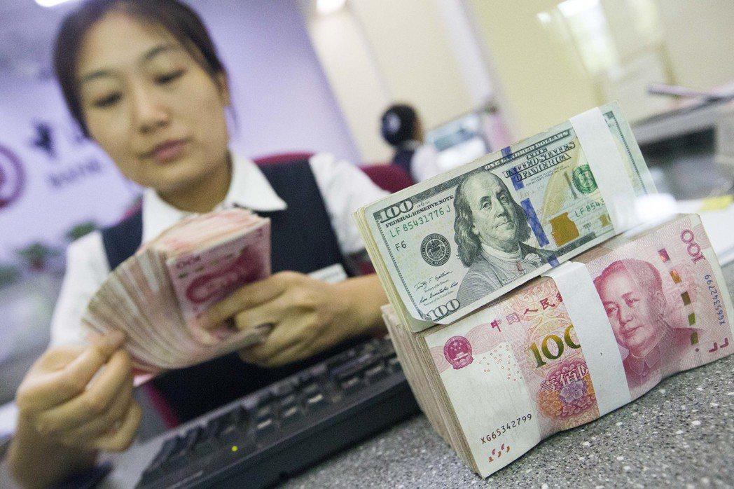 人民幣即期雙雙升破6.73關口 在岸創九個月新高