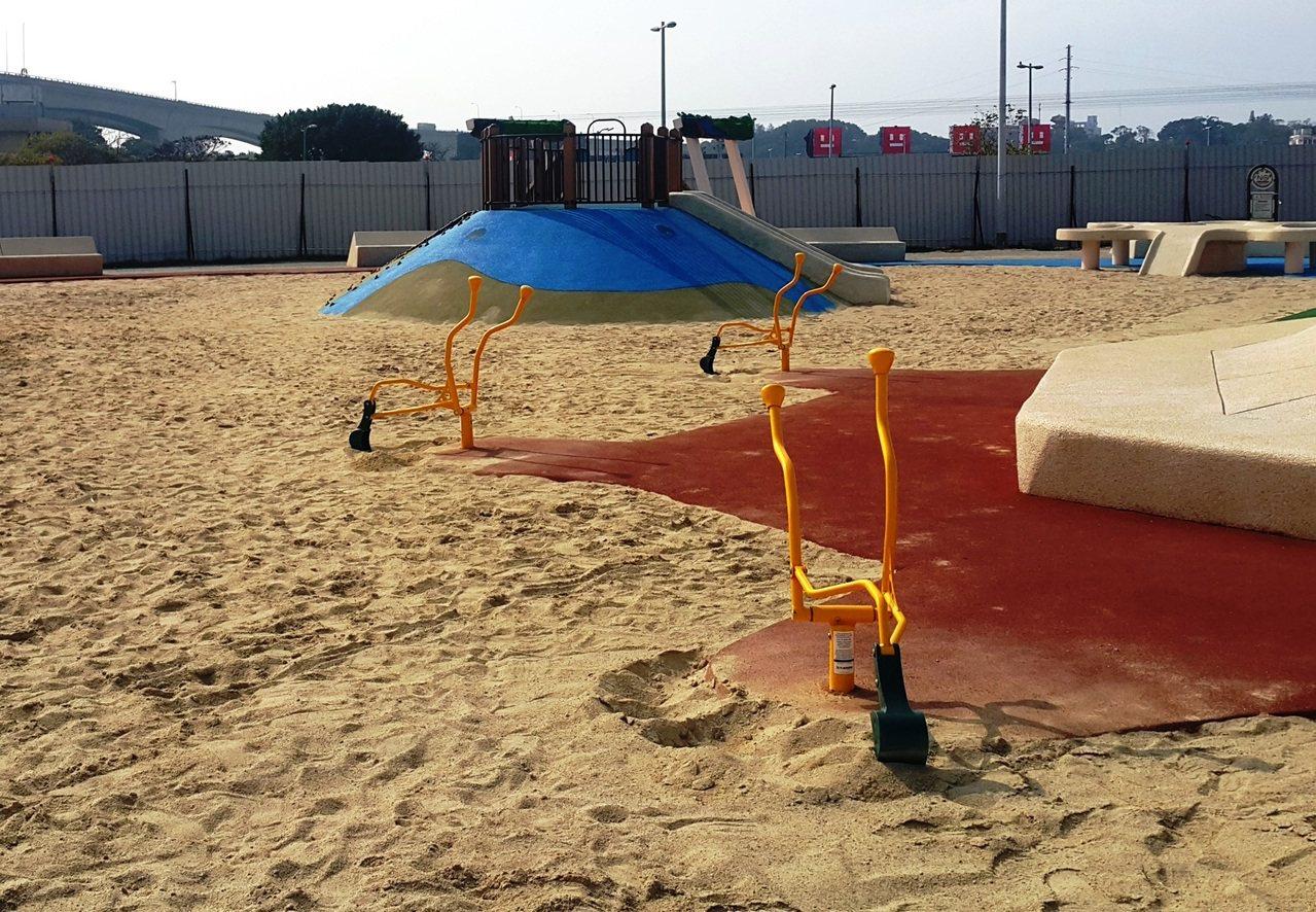 大佳河濱公園的共融式沙坑。圖/水利處提供