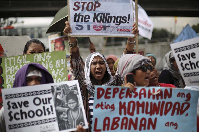 菲律賓政府甚至默許軍事組織攻擊原住民學校,讓Lumad學生無法上學。 圖/美聯社