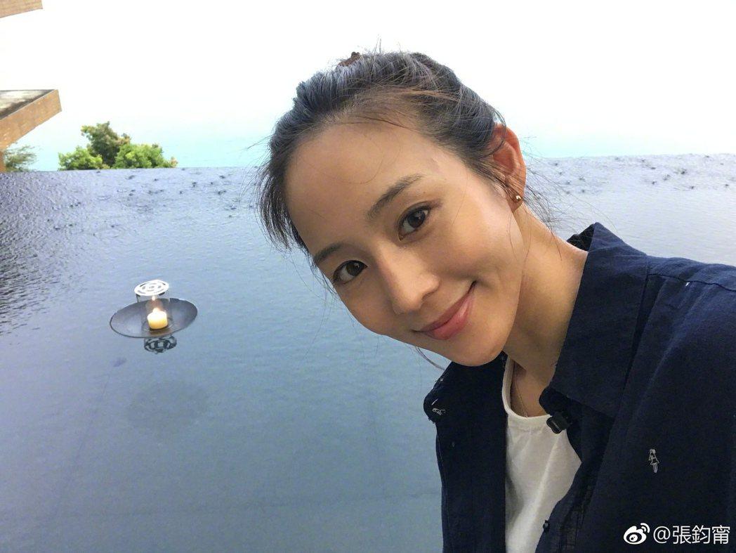 張鈞甯最近與媽媽出遊。 圖/擷自微博。