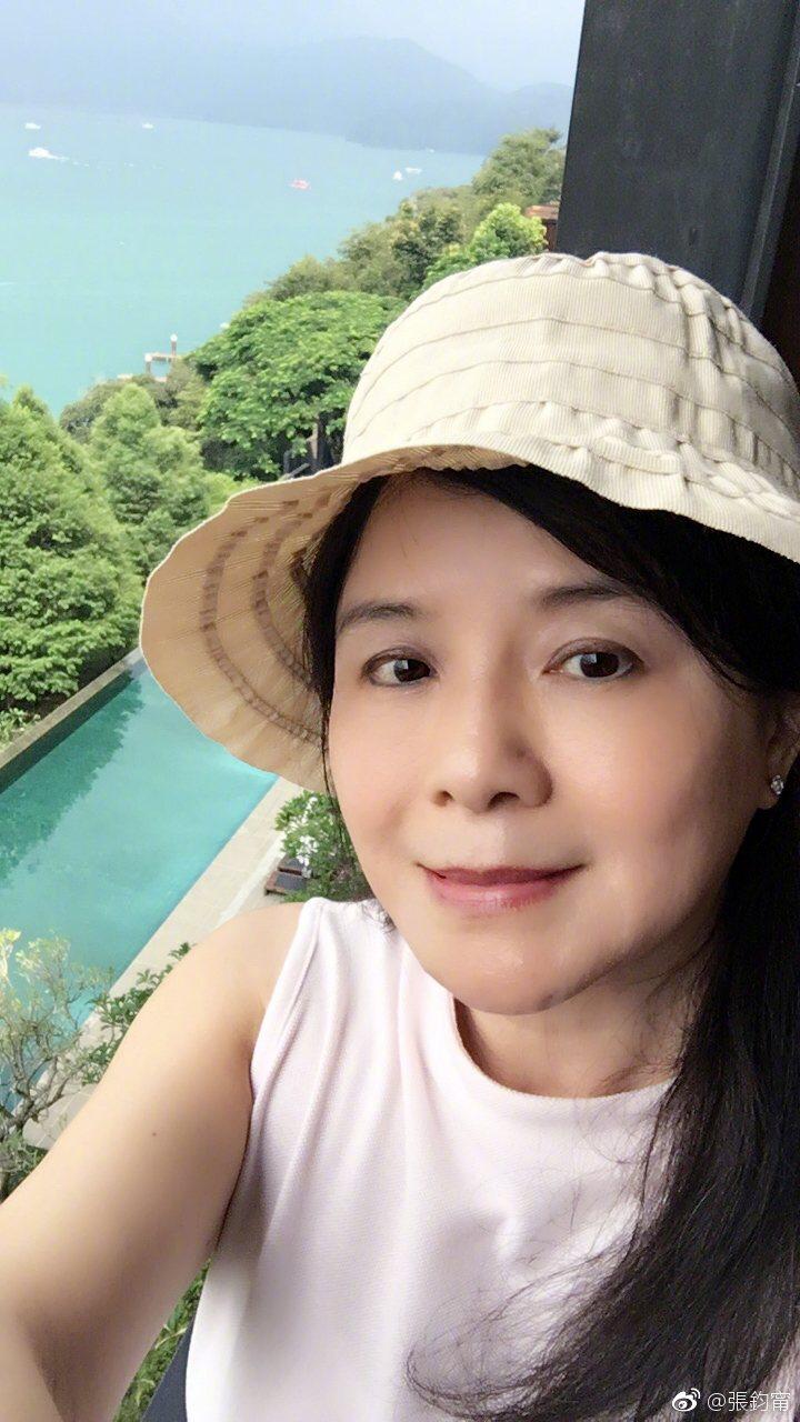 張鈞甯媽媽自拍照,驚艷一堆網友! 圖/擷自微博。