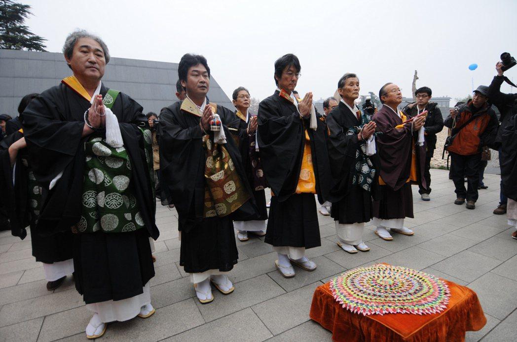 在日本當僧人是一個好職業,一天工作5小時,而且可能收入破25萬。新華社