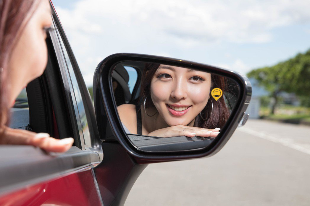 整合BSW車側盲點警示系統、RCTA後方橫向跨越警示功能、LCA車道變換輔助系統的三合一盲區偵測警示系統,有效消弭駕駛視線死角,提升駕車安全! MITSUBISHI 提供