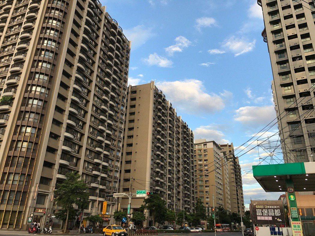 內政部公布6月全台建物買賣移轉數,件數創去年1月房地合一實施以來單月新高。記者游...