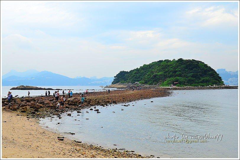 連島沙洲之北到舊碼頭長堤之間,有一小段沙灘,雖然不能游泳,但很適合泡腳和發呆。