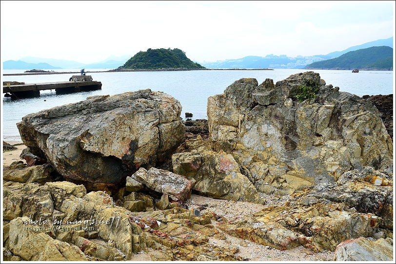 ↑含稜角狀火山碎屑的火成岩。