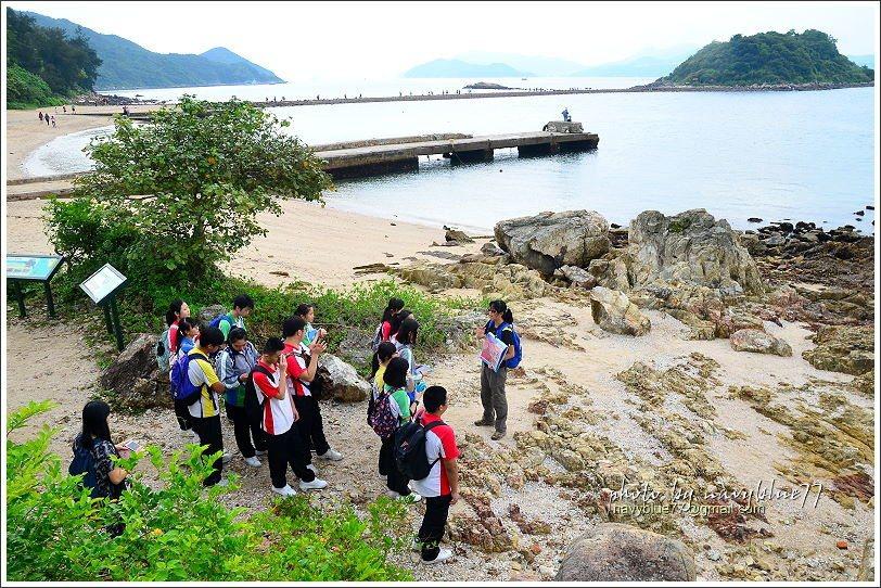 ↑此地經學者考證是古破火山口的邊緣,剛好有老師帶學生來校外教學。