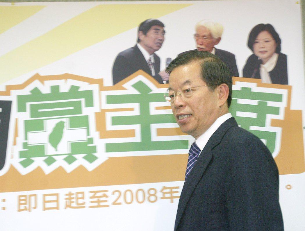 2008年,謝長廷辭去民進黨主席,並於同年五月舉行新主席票選。謝長廷後方為黨主席...