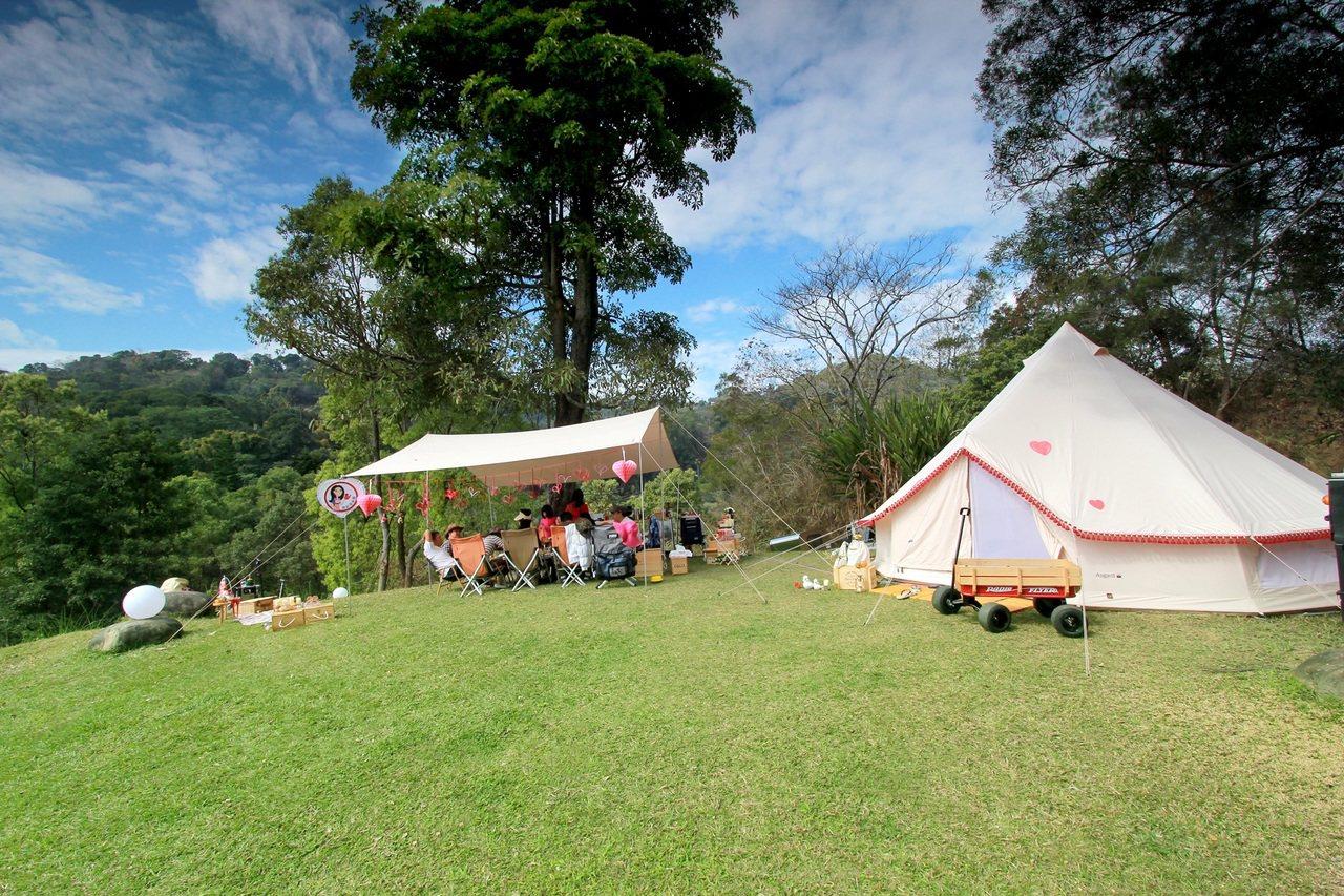 旅行業者近年針對露營新手,推出免裝備露營行程。圖/雄獅旅遊提供