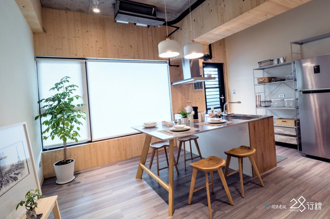 高級訂製廚具IH智慧感應爐,易清潔保養,美觀實用。 圖片提供/閎堡建設