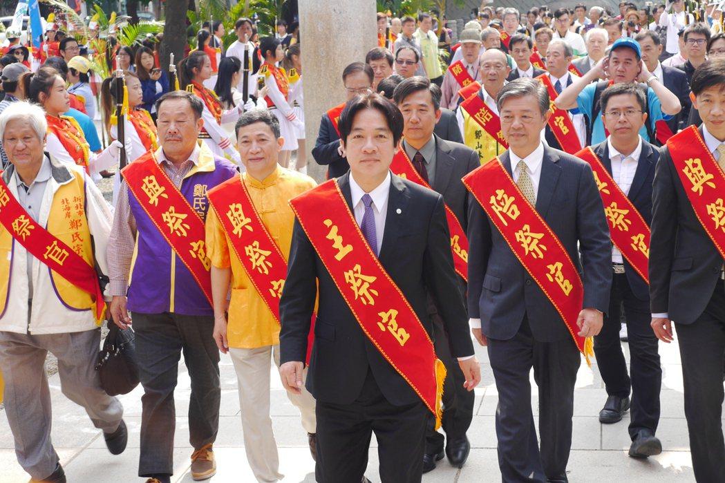 台南市長賴清德(中)一直被視為民進黨的明日之星,動向備受關注。本報資料照片