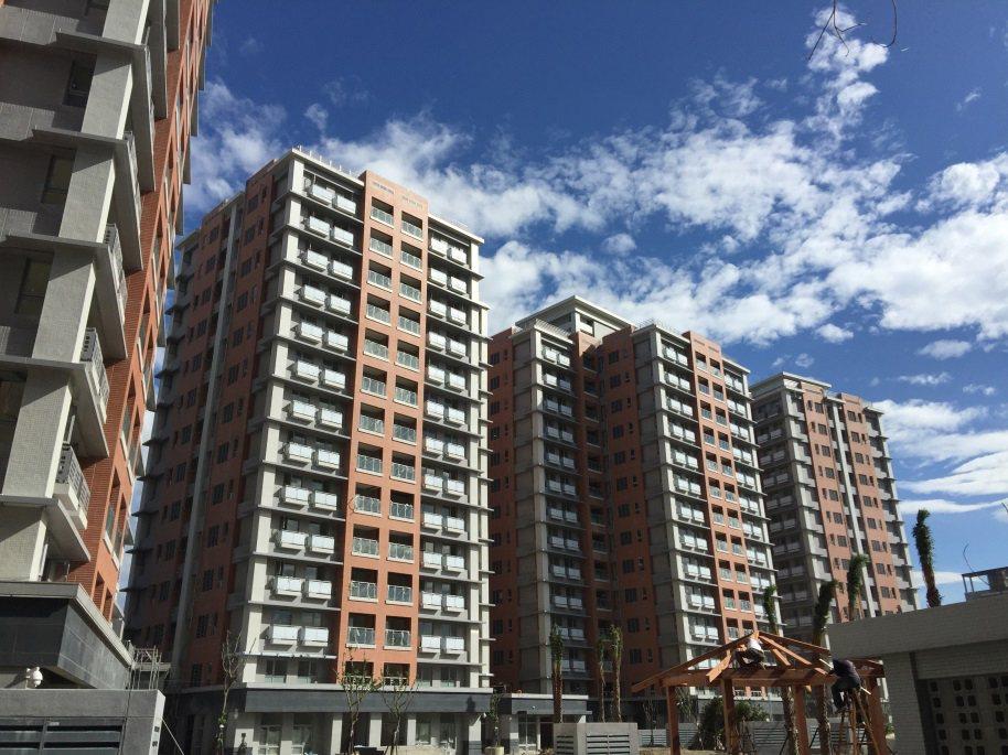 新北市三峽區第一處青年社會住宅共有23戶,每戶為40坪3房2廳2衛的格局。圖/新...