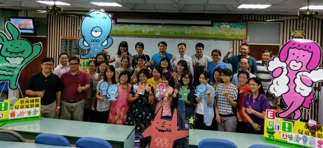 台南市教師會舉辦教師創意拍片研習會,為兒童電影節暖身。圖/台南市教師會提共