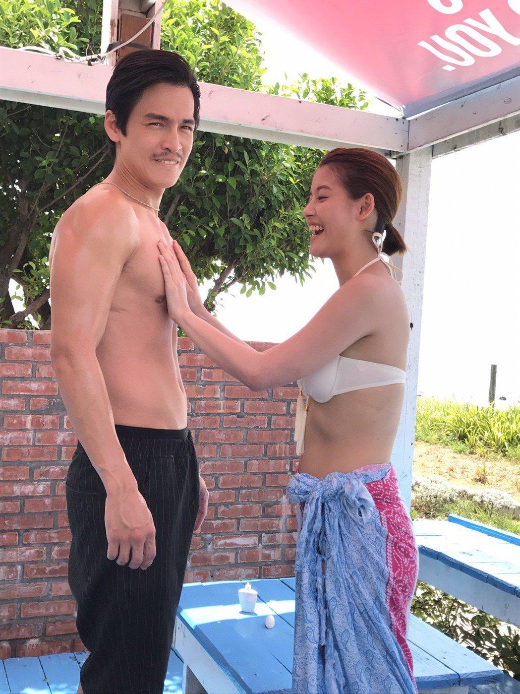 王樂妍(右)伸「鹹豬手」摸Gino胸肌。圖/民視提供