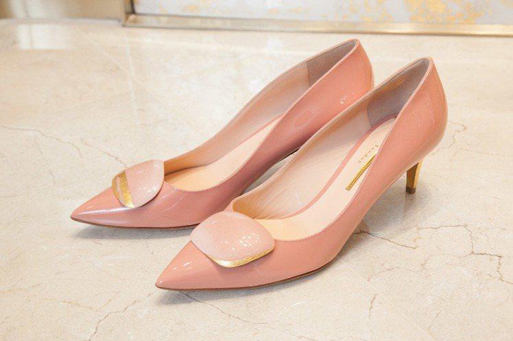 全新Shadow系列粉紅鞋款,售價41,800元。圖/R • SANDERSON...