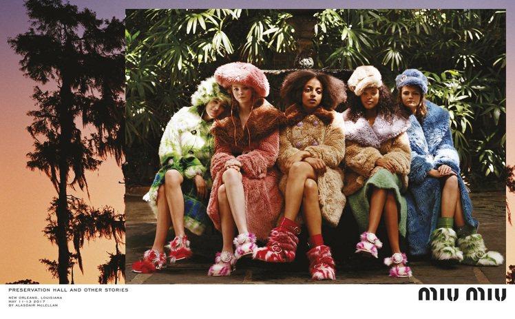 Miu Miu 2017秋冬系列廣告,色彩明亮的人造毛皮是一大元素。圖/Miu ...