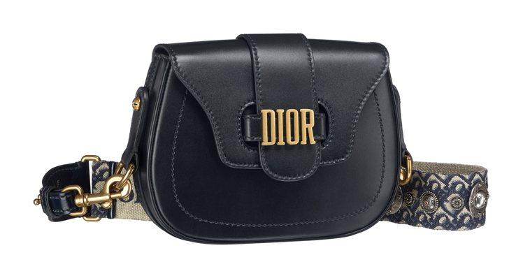 D-Fence黑色小牛皮搭配DiorOblique丹寧藍背帶肩包,價格店洽。圖/...