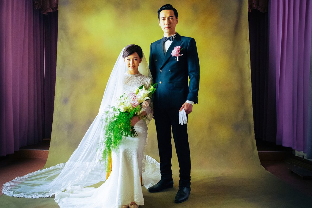 安心亞(左)與李至正拍復古婚紗照。圖/好風光提供