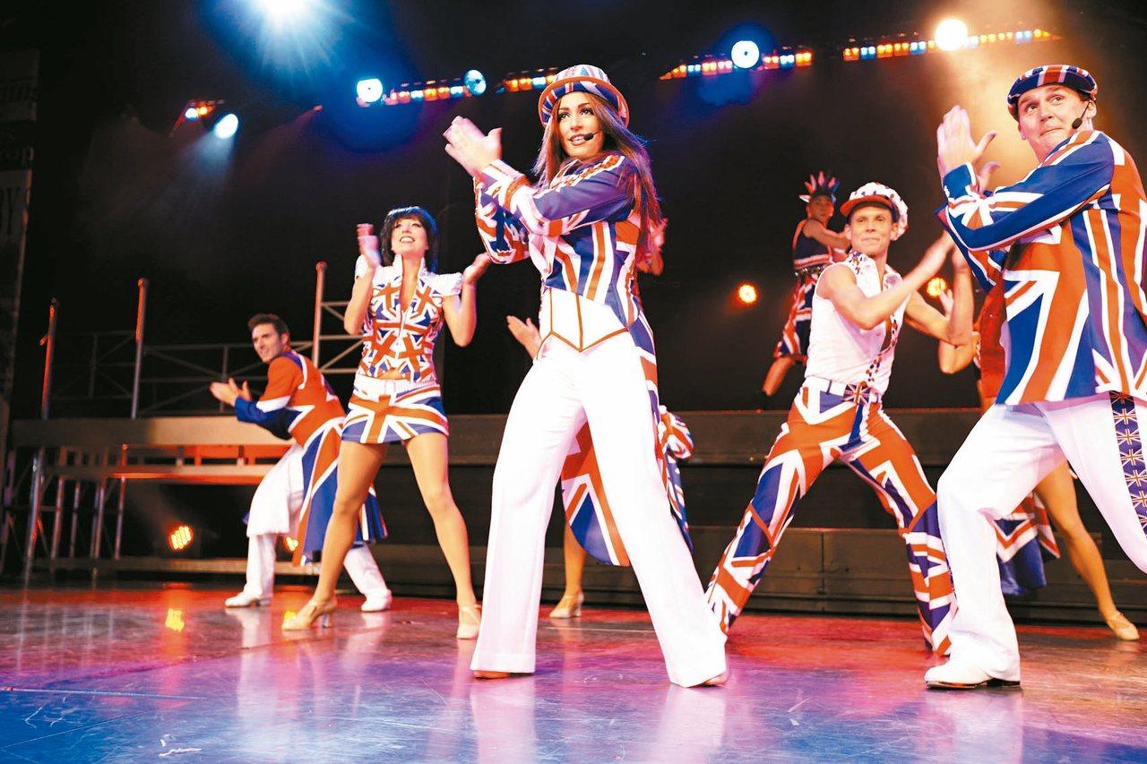 藍寶石公主號上的華麗歌舞秀。 圖/公主郵輪提供