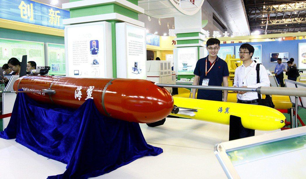 大陸新型水下滑翔機—海翼。 (新華社資料照片)