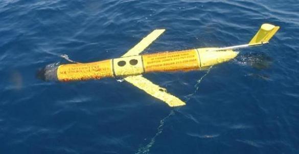 「海翼」號水下滑翔機浮出海面。 圖/取自百度圖片