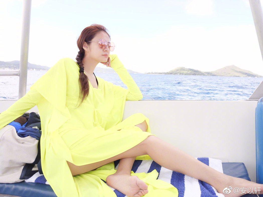 安以軒與老公到大溪地度假。 圖/擷自安以軒微博