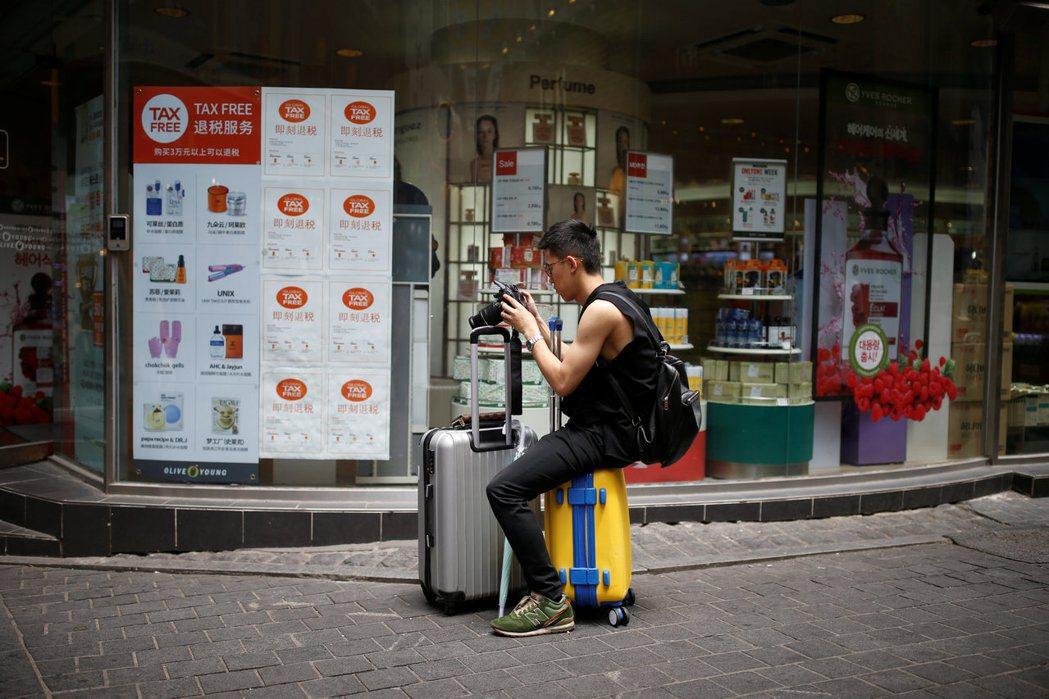 南韓型「假期支票」是由企業、勞工和政府三方共同設立基金,作為勞工休假時的國內旅遊...