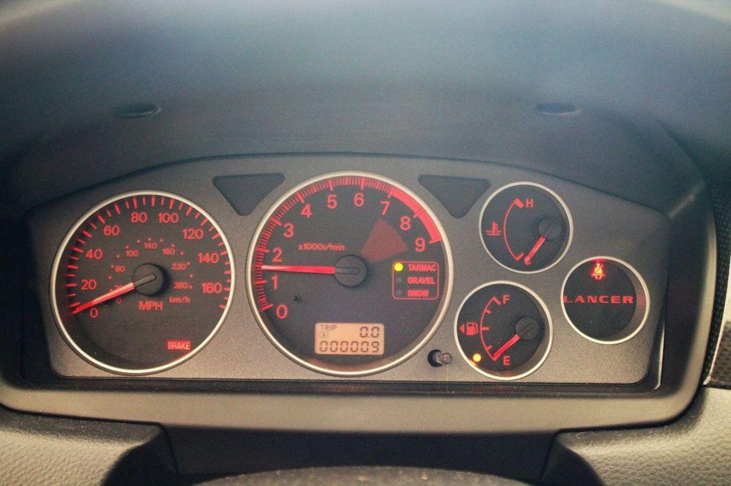 這部由加州南岸的 Mitsubishi 經銷商存放至今的 EVO,行駛里程僅 9KM! 摘自 Carscoops