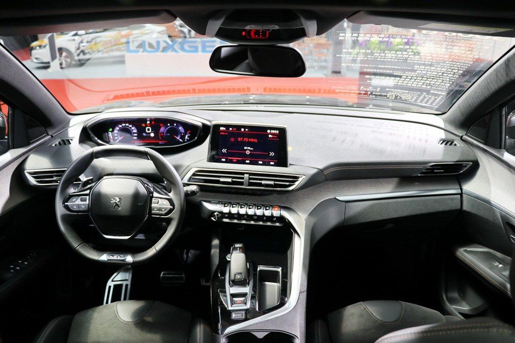 Peugeot 3008 SUV的內裝。 記者陳威任/攝影