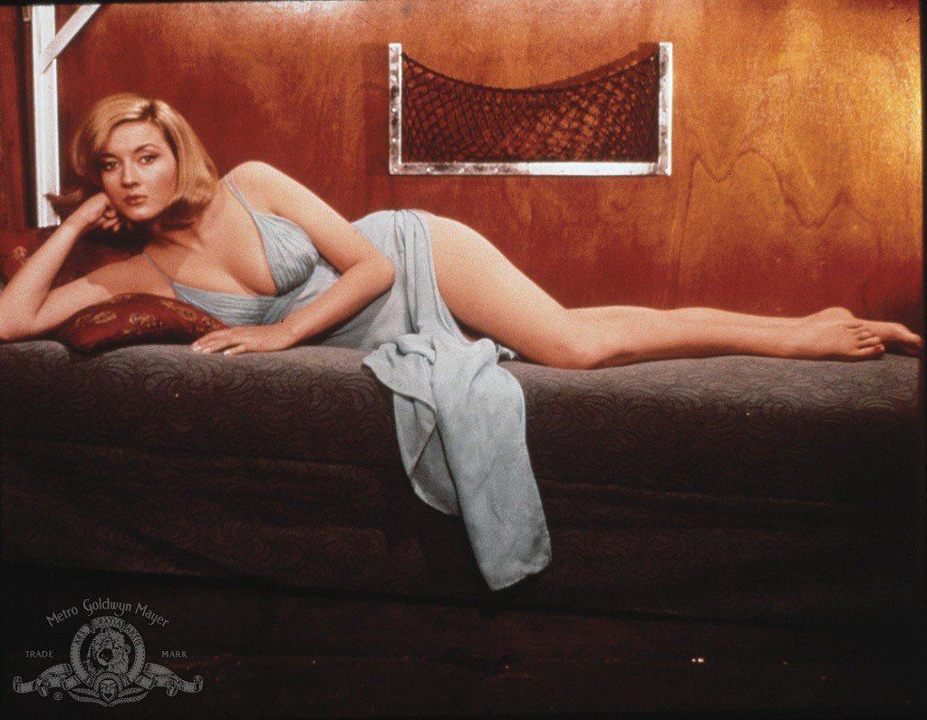 丹妮拉貝安琪的身材姣好,演藝圈沒待幾年就成為船王夫人。圖/摘自imdb