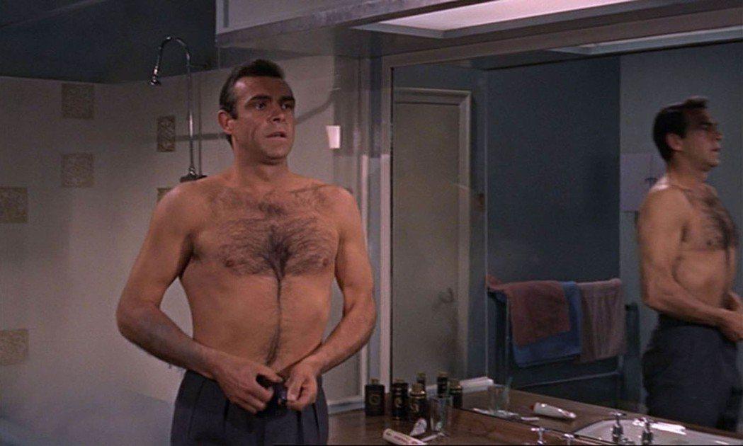 史恩康納萊在「第七號情報員續集」展現身材,成為當年的「性感男星」。圖/達志影像