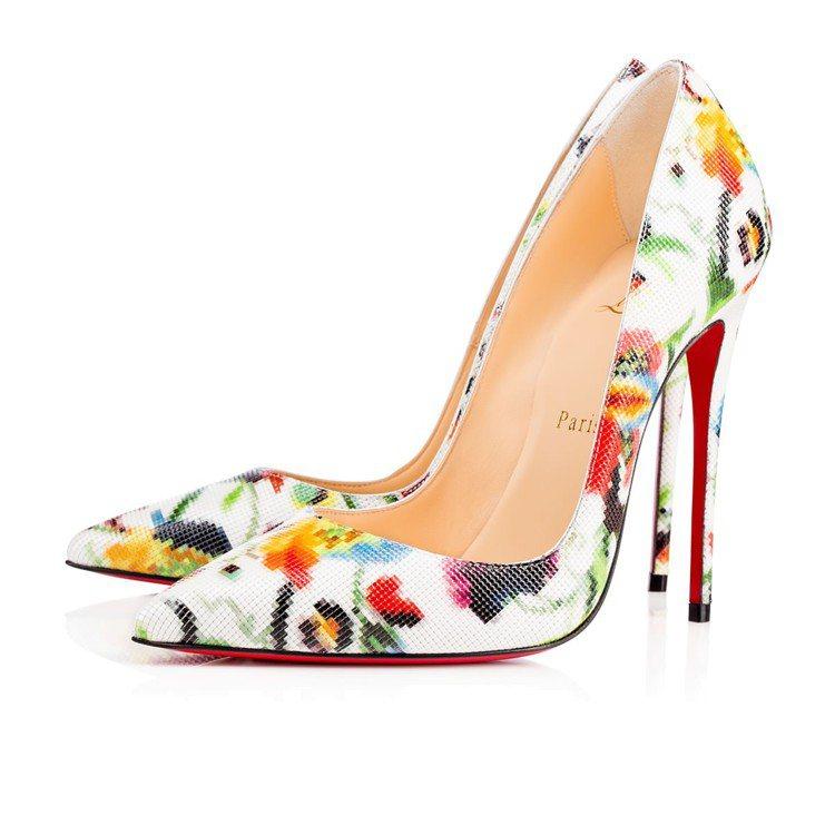 梅蘭妮亞穿著Christian Louboutin的花卉彩印高跟鞋。圖/取自官網