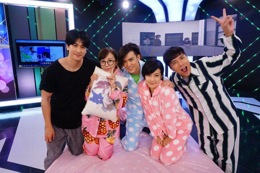 賴雅妍、陳楚河、邵翔為「愛上哥們」東京粉絲見面會行前宣傳。圖/三立提供