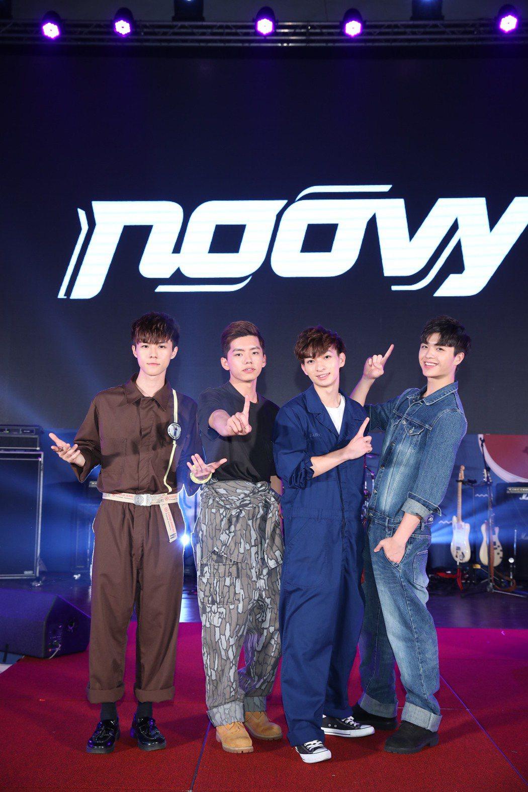 日系搖滾樂團noovy擔任開場演唱嘉賓,成員JK(左起)、 Mark、 Shaw...