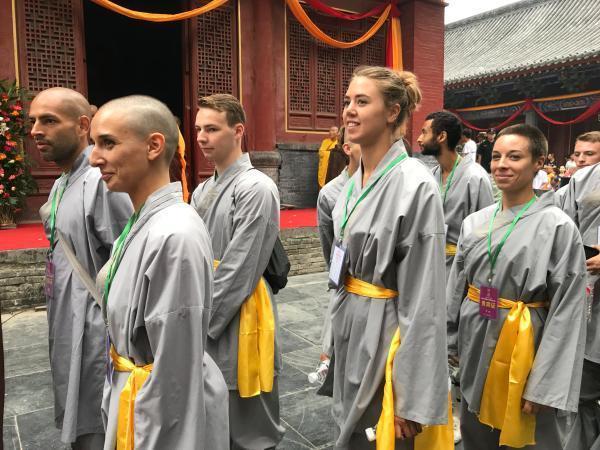 大量少林海外弟子來到中原學習「中國功夫」。 圖/取自觀察者網