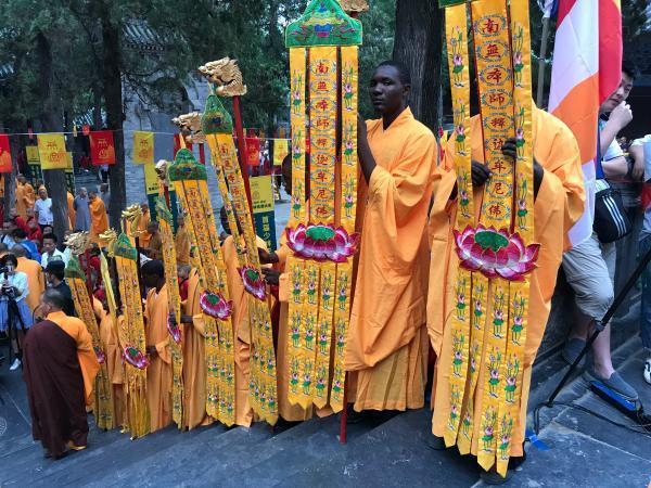 嵩山少林寺舉行首屆全球武林「無遮大會」,大量少林海外弟子和外國友人「飄洋過海」來...