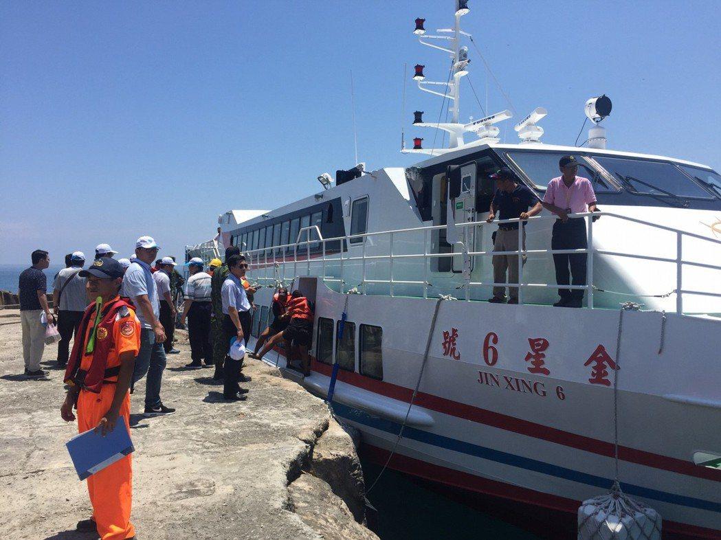7月23日金星六號抵達烏坵,這也是多年來首次有這麼多人踏上這座島嶼。 記者侯俐安...