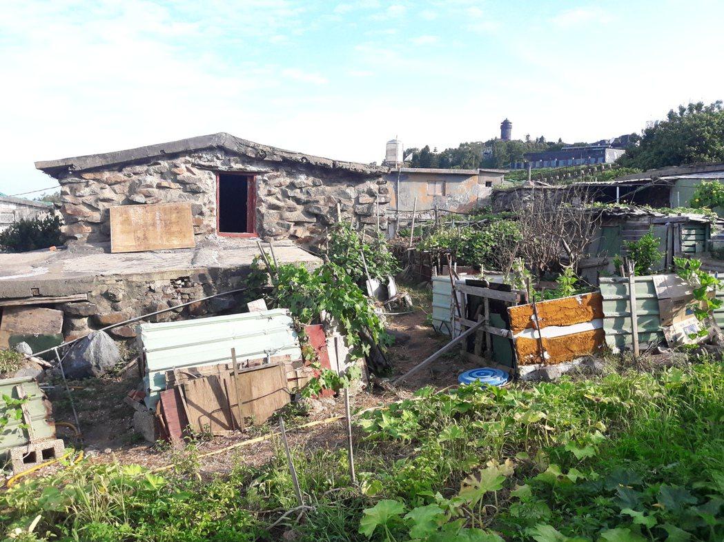 烏坵島上居民早年只能就地取材以石塊砌成石屋。 圖/航港局提供