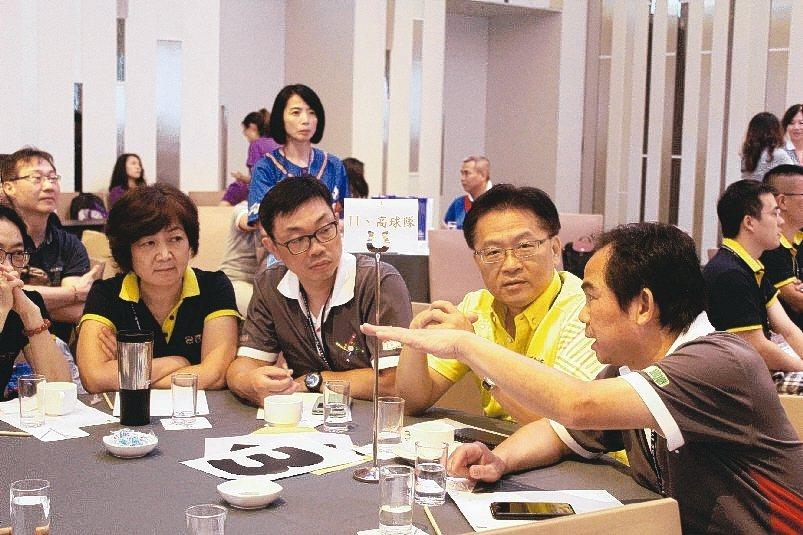 來自各行業的新學員,討論領導管理的實務問題,並提出看法。 吳佳汾/攝影
