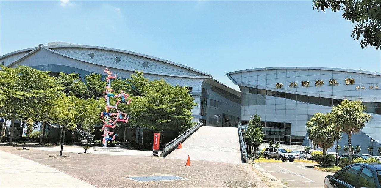 竹北體育館商圈交通及生活機能便利。 記者李珣瑛/攝影